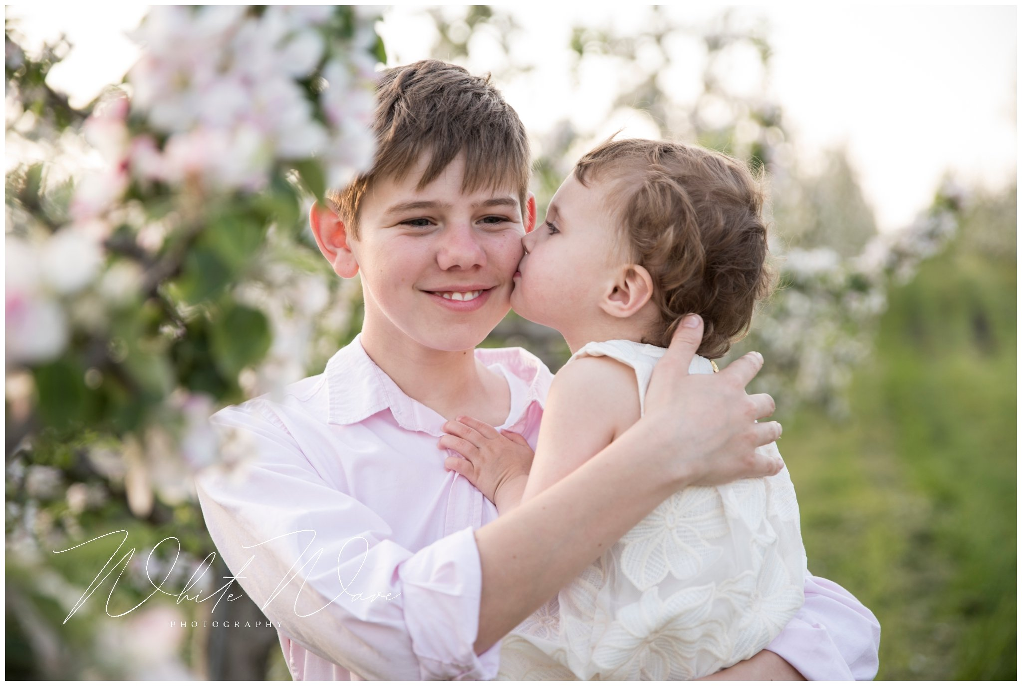 outdoor spring family portraits